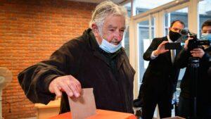 Mujica anticipó su retiro de la política