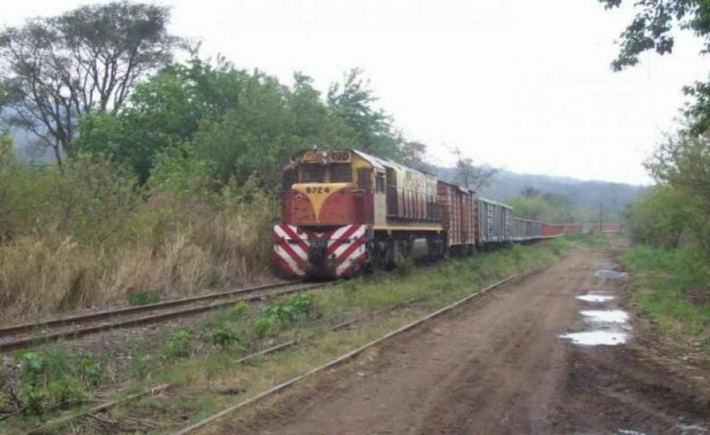 Detienen a tucumanos que robaban rieles del tren Belgrano en Santiago del Estero