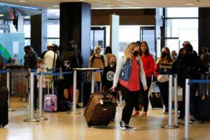 """Estados Unidos recomienda """"no viajar"""" al 80% de los países del mundo"""