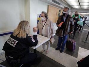 Francia multará a los viajeros de Argentina, Brasil y Chile que incumplan la cuarentena