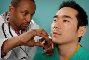 La vacuna de AstraZeneca podría ser aún mejor si se administrara por la nariz